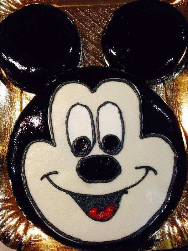 Bolo com cara de Mickey gigante