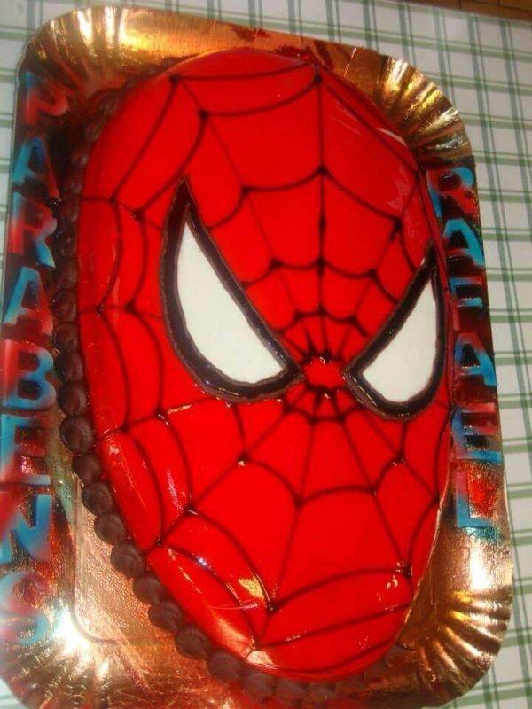 Bolo com a cara do Homem Aranha