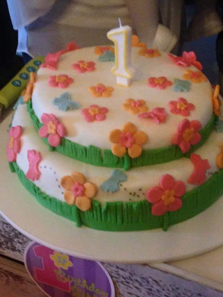 Bolo coberto com borboletas e flores entrega grtis em 24h chefpanda bolo coberto com borboletas e flores altavistaventures Image collections