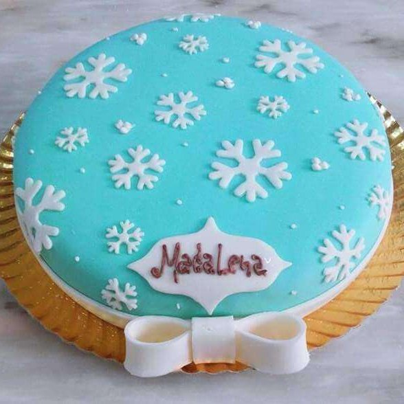Bolo decorado com flocos de neve