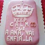 """Bolo decorado com tema do """"keep calm"""""""