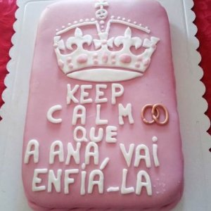"Bolo decorado com tema do ""keep calm"""