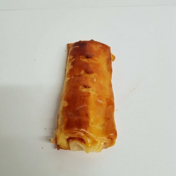 Folhado de chouriço e queijo