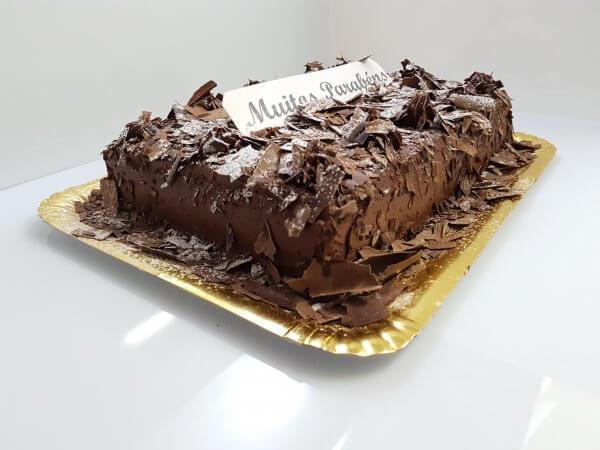 Bolo de chocolate rectangular - vista em perspetiva