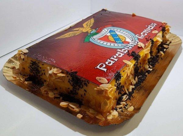 Bolo Com Símbolo De Benfica Vista Em Perspetiva