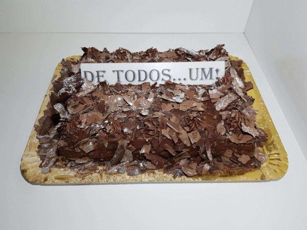 Bolo De Chocolate Cobertura Em Raspas Vista De Frente