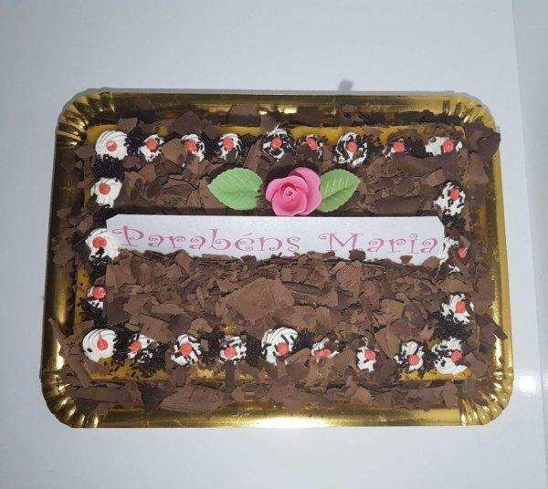 Bolo De Chocolate Com Raspas E Rosa Vista De Cima