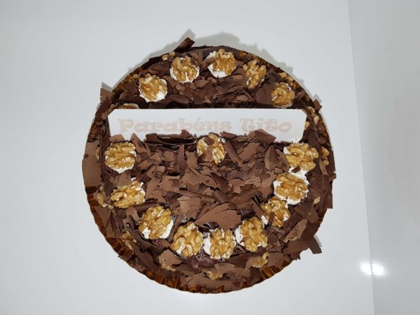 Bolo Simples De Chocolate Com Nozes Vista De Cima