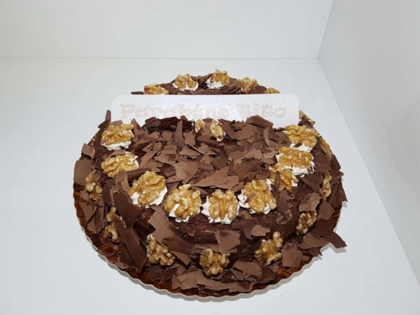 Bolo Simples De Chocolate Com Nozes Vista De Frente