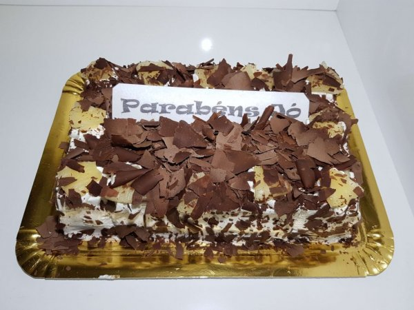 Clássico Bolo De Chocolate Com Chantilly E Ananás Fren