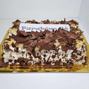 Clássico Bolo De Chocolate Com Chantilly E Ananás Later