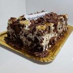 Clássico Bolo De Chocolate Com Chantilly E Ananás Persp