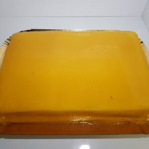 Pão De Ló Com Cobertura De Doce De Ovos Vista De Frente