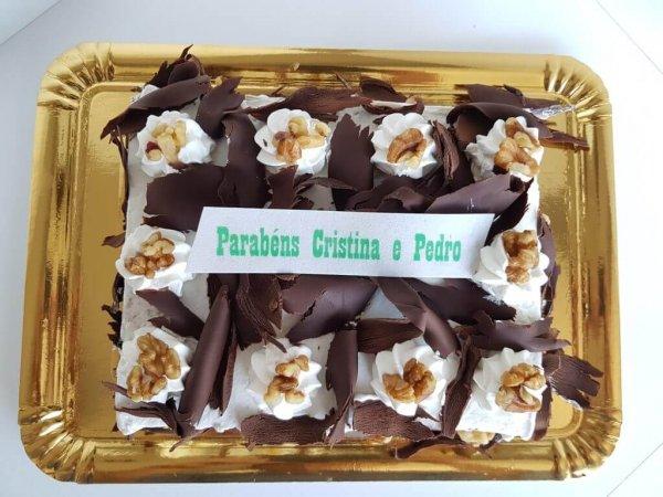 Bolo Com Chantilly, Nozes E Raspas De Chocolate Vista De Cima