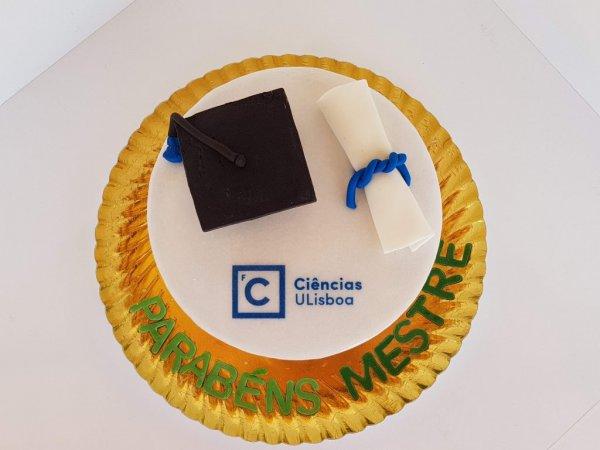 Bolo Com Chapéu Universitário E Diploma Cima
