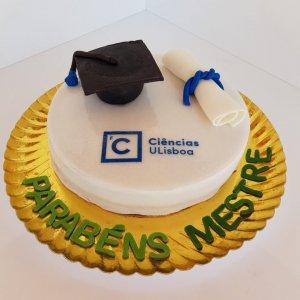 Bolo Com Chapéu Universitário E Diploma Frente