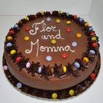 Bolo De Chocolate Com Smarties Chocolate Cake With Smarties Vista De Frente