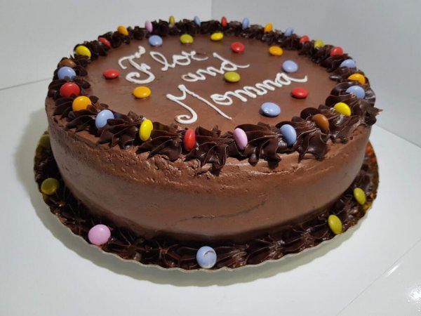 Bolo De Chocolate Com Smarties Chocolate Cake With Smarties Vista Em Perspetiva