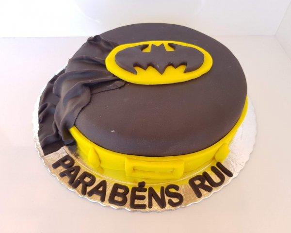 Bolo Do Batman Com Capa Vista De Frente