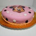 Bolo Rosa Com Cara Da Minnie E Bolinhas Pretas E Brancas Vista Lateral