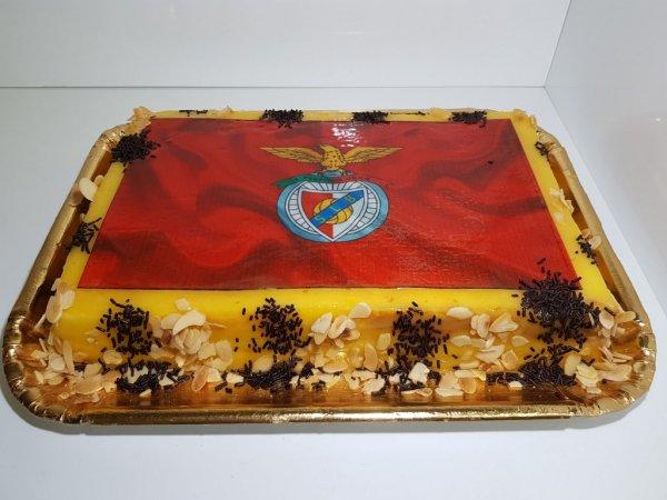 Bolo Símbolo Benfica Pão De Ló Doce Ovo Vista De Frente