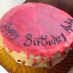 Naked Cake Com Dedicatória E Creme De Morango No Topo (2)