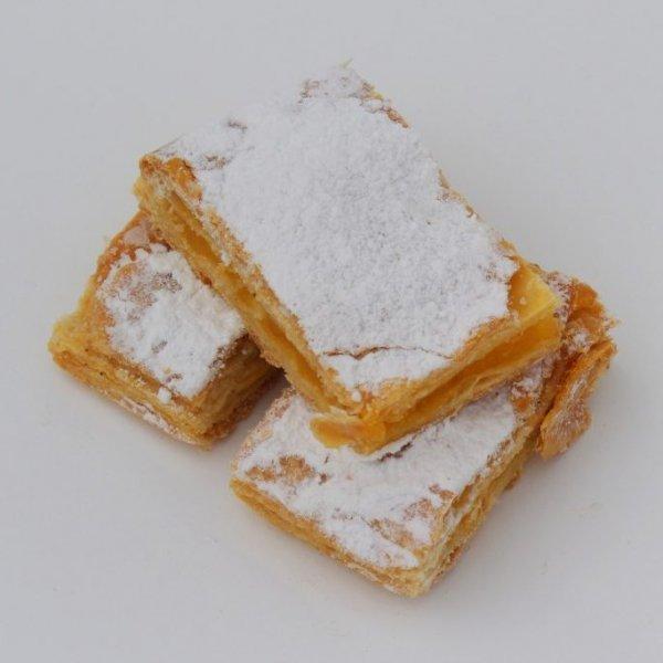 Mini Delícias Com Creme De Ovo Vista De Cima Min