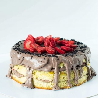 Naked Cake De Chocolate E Morangos Frente