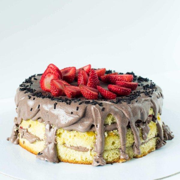 Naked Cake De Chocolate E Morangos Frente