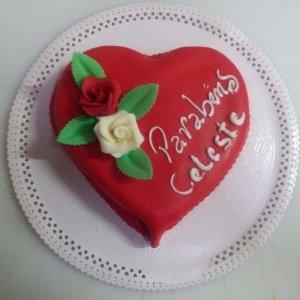 Bolo Coração Decorado Com Rosas