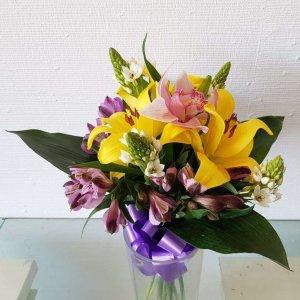 Arranjo De Flores Com Orquídea, Coroa Imperial, Beijinhos De Mãe E Astromélia