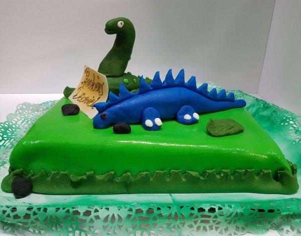 Bolo Com Dinossauros Em Massa Pão
