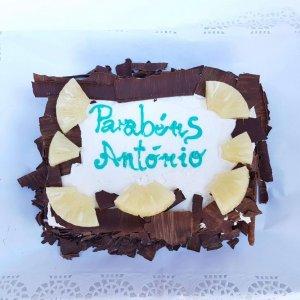 Bolo Com Lascas De Chocolate E Ananás