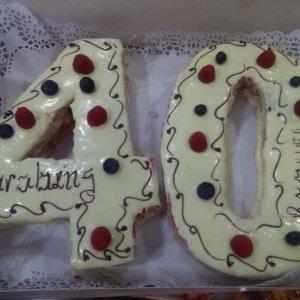 Bolo De 40 Anos Com Chocolate Branco E Frutos Vermelhos