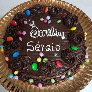 Bolo De Chocolate Com Cobertura De Chocolate E Smarties