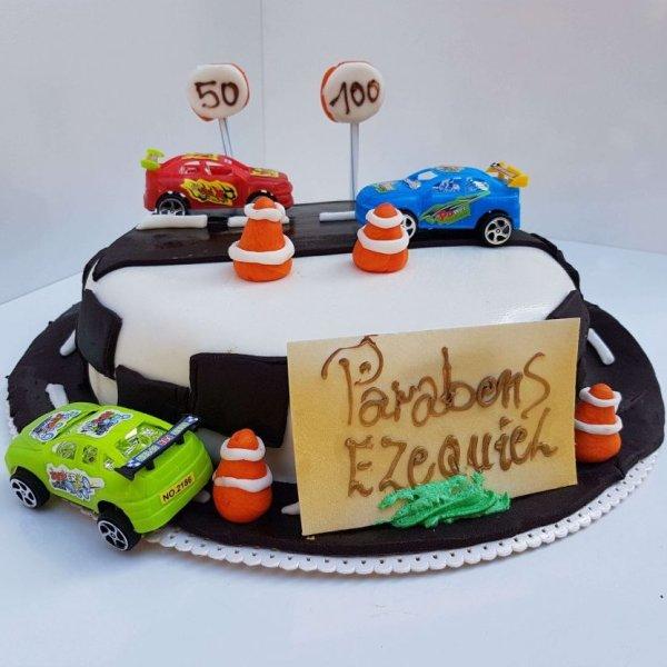 Bolo De Estrada Com Carros Almada