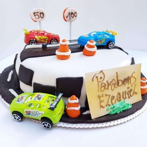 Bolo De Estrada Com Carros E Semaforos