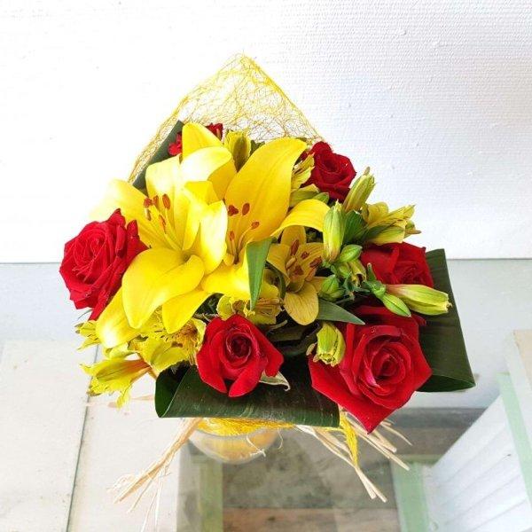 Bouquet Com Rosas, Coroa Imperial E Astromélias