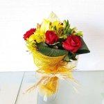 Bouquet De Rosas, Coroa Imperial E Astromélias