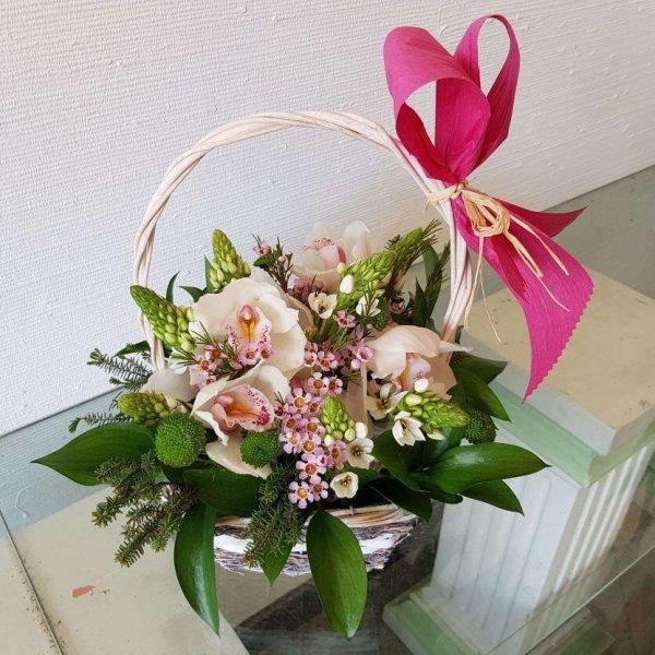 Cesto Com Margaridas, Orquídeas E Beijinhos De Mãe