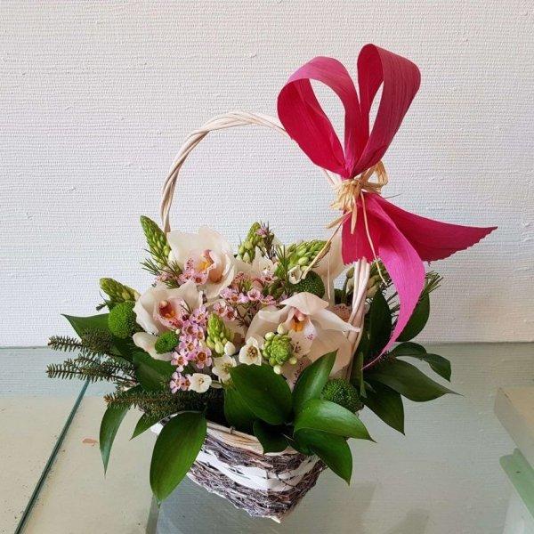 Cesto Com Orquídeas, Margaridas E Beijinhos De Mãe