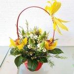Cesto De Flores Com Beijnhos De Mãe E Orquídeas