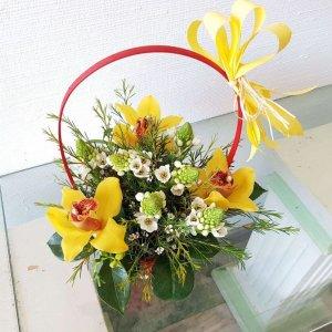 Cesto De Flores Com Orquídeas E Beijnhos De Mãe