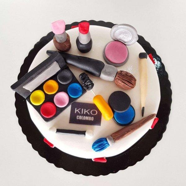 Bolo Com Acessórios De Maquilhagem Kiko