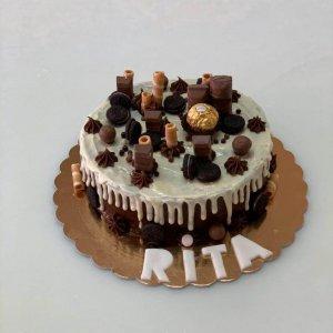Drip Cake Com Chocolate Branco E Chocolates No Topo