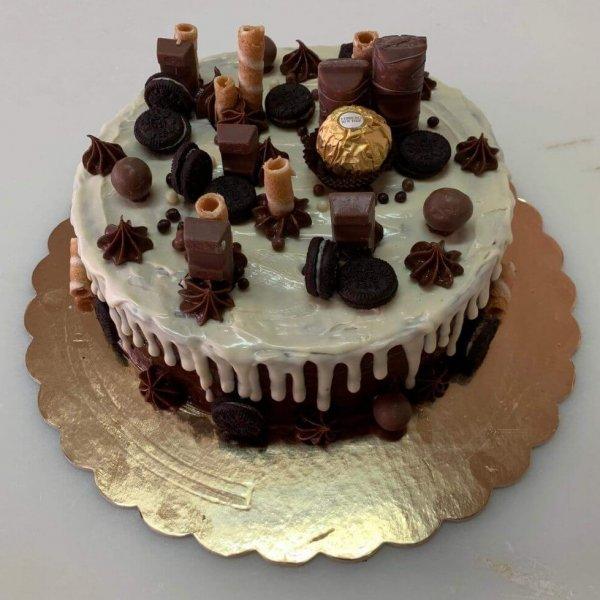 Drip Cake Com Chocolate Branco, Ferrero Rocher