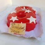 Bolo De 8 Anos Vermelho Com Estrelas Brancas