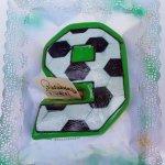 Bolo De 9 Anos Com Padrão De Bola De Futebol Branca E Preta
