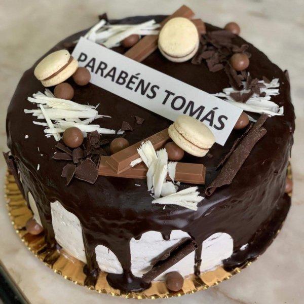 Drip Cake De Chocolate Com Macarons