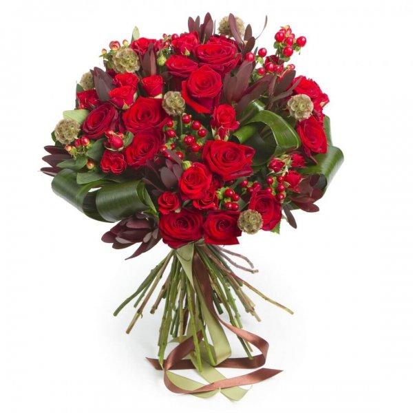 Buque Com Rosas Vermelhas